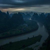 Дождь на рассвете :: Александр Чазов