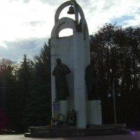 Памятники  Тарасу  Шевченко  и  Ивану  Франко  в  Стрыю :: Андрей  Васильевич Коляскин