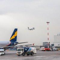 Обычная жизнь аэропорта :: Валерий Смирнов
