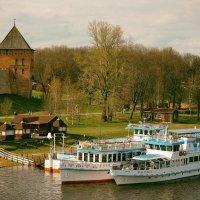 На реке навигация, на реке пароход :: Евгений Никифоров