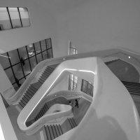 Здание музея по проекту архитектора Зари Хадид в Сеуле (по принципу спирали Фибоначчи7-2) :: Sofia Rakitskaia