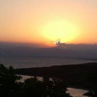 Солнце медленно опускалось к горизонту... :: Ирина