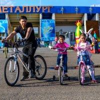 Велопрогулка с дочками :: Дмитрий Юрченко