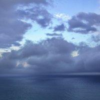 Море, облака и две скалы :: M Marikfoto