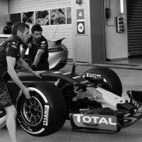 Подготовка к гонкам Формула 1 :: Елена