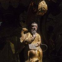 Пермская деревянная скульптура в лучах света :: Александр Буторин