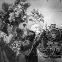 """Ретро - поезд """"Победа"""" прибывает на 1 путь. :: Olga Zhukova"""