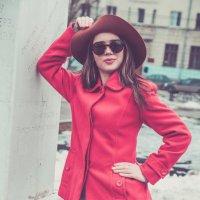 В красном пальто :: Дмитрий