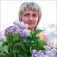 Портрет девушки с букетом сирени :: Наталья (Nata-Cygan) Цыганова