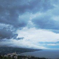 Небо над Ялтой :: M Marikfoto