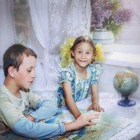 Дети с картой Черноморского побережья. :: Olga Zhukova