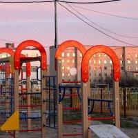 Детская площадка :: людмила Миронова