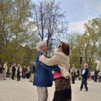 Танцы кому за.... :: Никифорова Галина