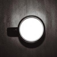 Молоко в черной кружке :: Саша Суфранс