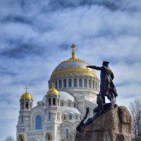 Морской Никольский собор и памятник Макарову :: Галина Galyazlatotsvet