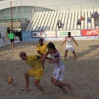 Соревнования по пляжному футболу. :: Larisa Gavlovskaya