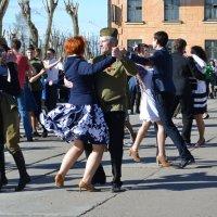 Вальс в День Победы :: Елена Байдакова