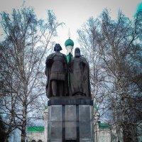 Памятник основателям... :: Дмитрий Перов