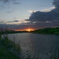 Закат над Иргизом :: Денис Гладких