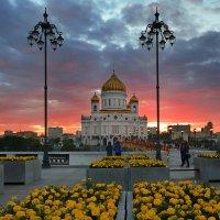 Закат над Храмом Христа Спасителя :: Евгений Цап