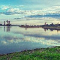 Деревня на берегу озера :: Геннадий Клевцов