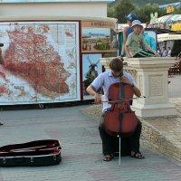 Уличный музыкант :: Ольга Лыкова