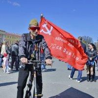 СО ЗНАМЕНЕМ ПОБЕДЫ!  9 мая 2015 г. С-Петербург. :: Виталий Половинко