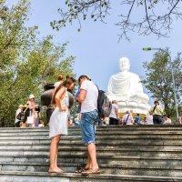 Пагода Лонгшон с Белым Буддой в Нячанге :: Татьяна Калинкина