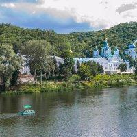 Монастырь над рекой :: Виталий Волков