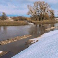 Река в апреле :: Любовь Потеряхина
