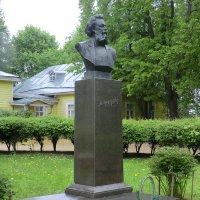Модест Мусоргский - дом-музей Карево-Наумово...май... :: Владимир Павлов