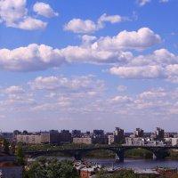 Весеннее небо над городом :: Татьяна Ломтева