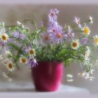 Букет из полевых цветов...Ворвется смело в жизнь твою... :: Людмила Богданова (Скачко)