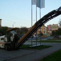 Машина  для  срезания  асфальта  в  Ивано - Франковске :: Андрей  Васильевич Коляскин
