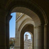 Фрагмент колоннады быв. Президентского Дворца (Гавана, Куба) :: Юрий Поляков