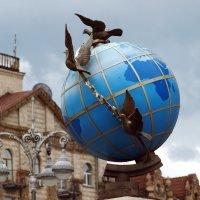 Глобус возле почтамта в Киеве :: Олег Шендерюк
