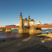 Рыбак у моста :: Игорь Вишняков