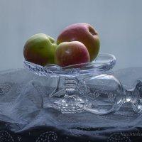 С яблоками :: Вера