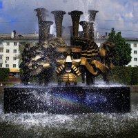фонтан на площади :: Вадим Виловатый