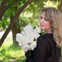 Дарите девушкам цветы,  Они становятся счастливей. :: Райская птица Бородина