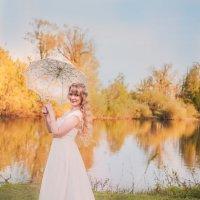 Девушка на берегу реки :: Катерина Фомичева