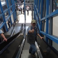 Жизнь пенсионера - это спор с эскалатором:вверх по лестнице ведущей вниз... :: Алекс Аро Аро