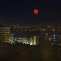Полнолуние над засыпающим Ижевском :: Владимир Максимов