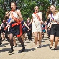 Танцы, танцы, танцы и сводит музыка с утра... :: Владимир Хиль