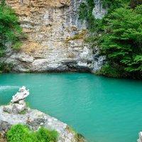 Голубое озеро в Абхазии :: Лариса Савченко