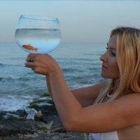 Портрет с золотой рыбкой :: Борис Аарон