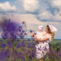 Мама и дочь в поле :: Валерия Ступина