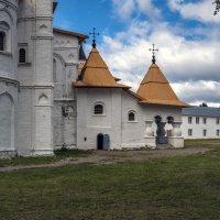 Трапезные палаты и церковь Покрова Пресвятой Богородицы :: Valeriy Piterskiy