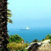 Сухогруз в море :: Герович Лилия