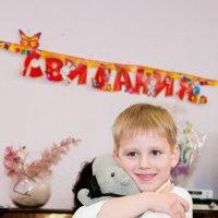 Прощание с игрушками - очень трогательный момент на выпускном вечере в детском саду :: Дарья Казбанова